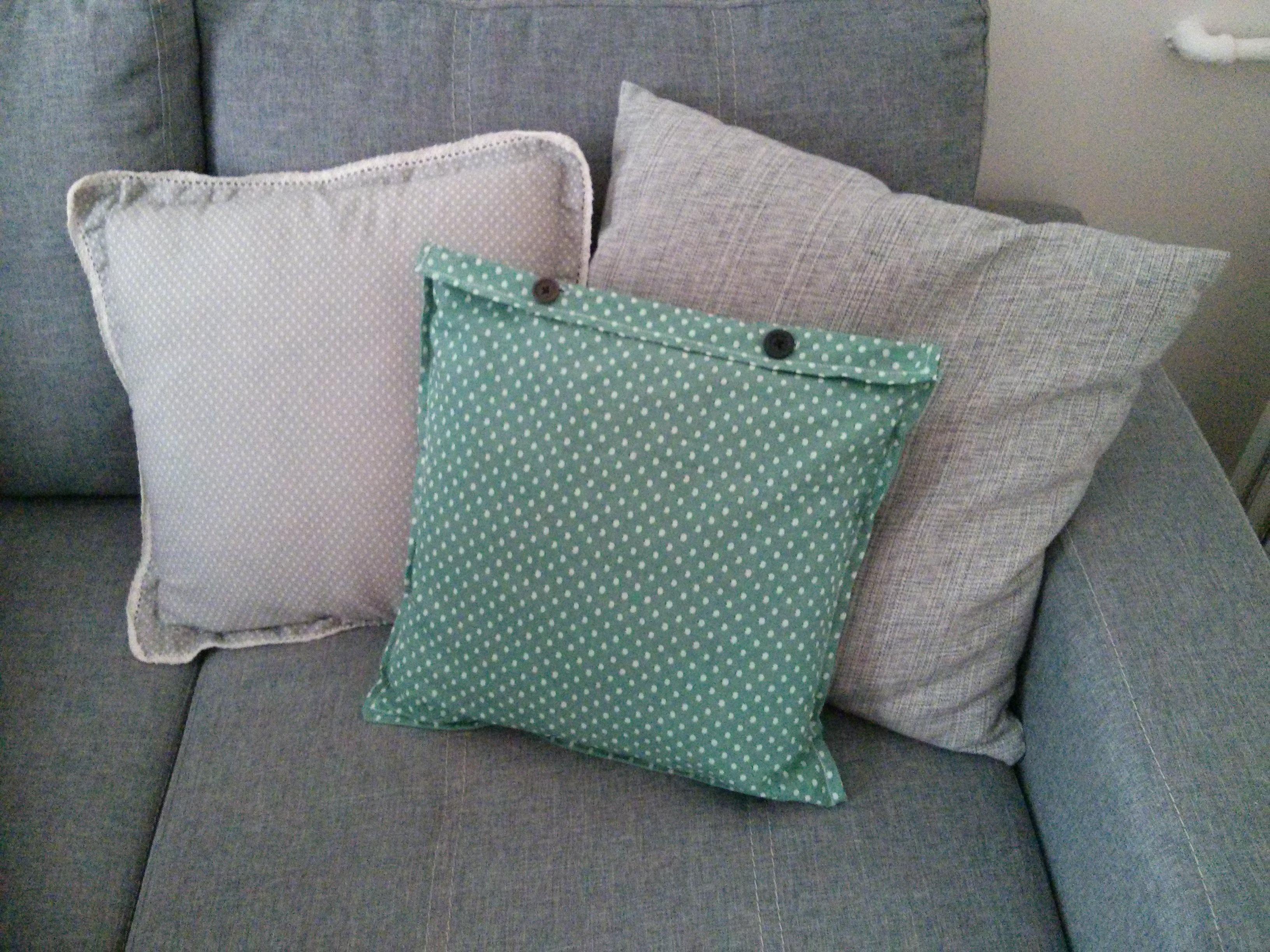 mon diy housse de coussins avec boutonni res a blog pourpoint. Black Bedroom Furniture Sets. Home Design Ideas