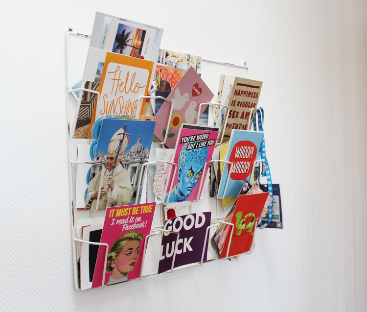 Pr sentoir cartes postales fi re comme un bar tabac for Porte cartes postales mural